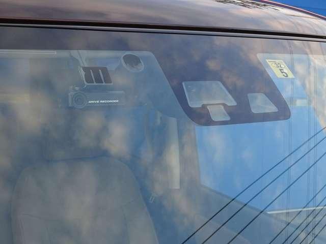 ◆エマージェンシーブレーキ ◆ナビ連動ドライブレコーダー ◆自動防眩ルームミラー