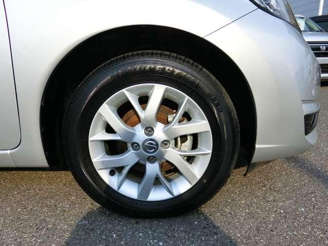 アルミホイールが付いてスタイリッシュ! タイヤは残り溝も多くタイヤ交換はしばらく先で大丈夫です!