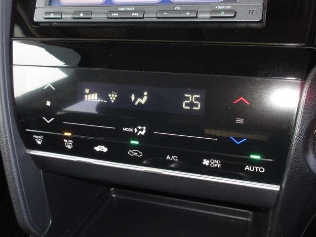ハイブリッド 純正メモリーナビ ワンオーナー オートリトラミラー 禁煙車 Bluetooth ETC Rカメラ プラズマクラスター技術搭載 ワンセグTV ステアリングオーディオコントロールスイッチ スマートキー(13枚目)