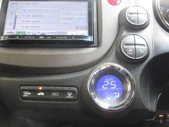 ハイブリッド・スマートセレクション /認定中古車/三菱メモリーナビ/Bluetooth/ETC/Rカメラ/ヒーテッドドアミラー/スマートキー/横滑り防止装置/革巻きステアリング/クルーズコントロール/熱線入りフロントガラス/オートライト(12枚目)