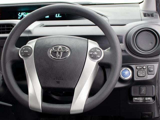 ステアリングスイッチ装備!運転中もハンドルから手を放すこと無く操作が可能です!