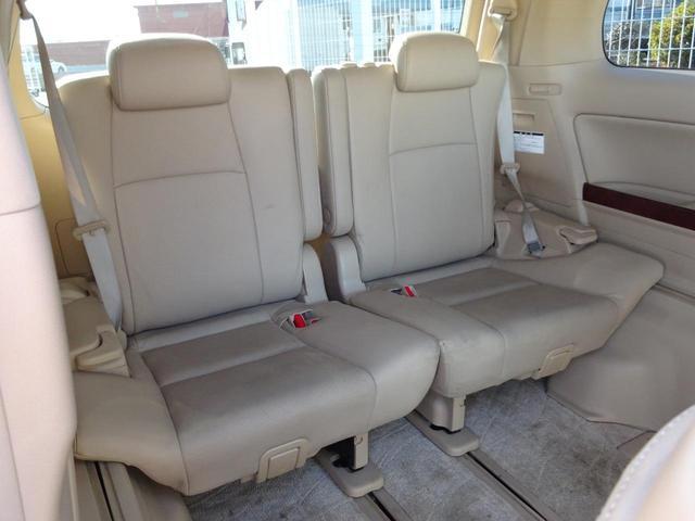 サードシートも広々とした空間をご用意しております!シートアレンジにて、快適スペースを作ることも可能となっております!アレンジパターンも豊富で、様々なシーンにご利用いただけます!