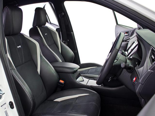 G,s専用のバケットシートタイプの専用シートとなります。コンビシートで座り心地良いです!ホールド感が何とも言えない!