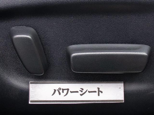 ★パワーシート装備!シート座面の前後スライドに加え、背もたれの角度調整も電動です!これぞ高級車の装備ですよね!!シートも広々でゆったり座れます!!快適なドライブをお約束!!