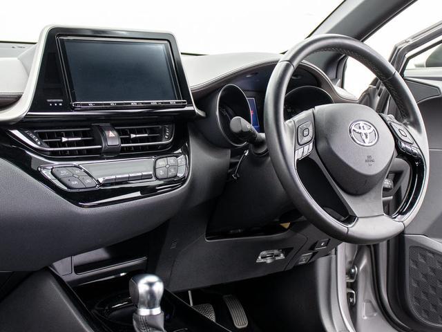 ステアリング周りはSUV高級車ならではの雰囲気を演出!!ドライバー重視のハンドリングのし易さは必見です!!