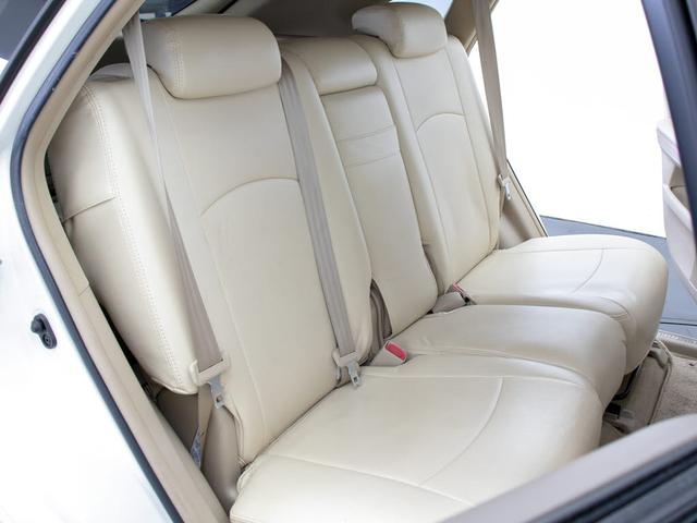 ★今付いているシートを、お好きなカラーの新品本革へ張替え出来ます!車種専用設計でフィッティングも良く、ドア内張りなど細部まで丁寧に作業します!50色から選択OK!詳細はスタッフまでお気軽に!