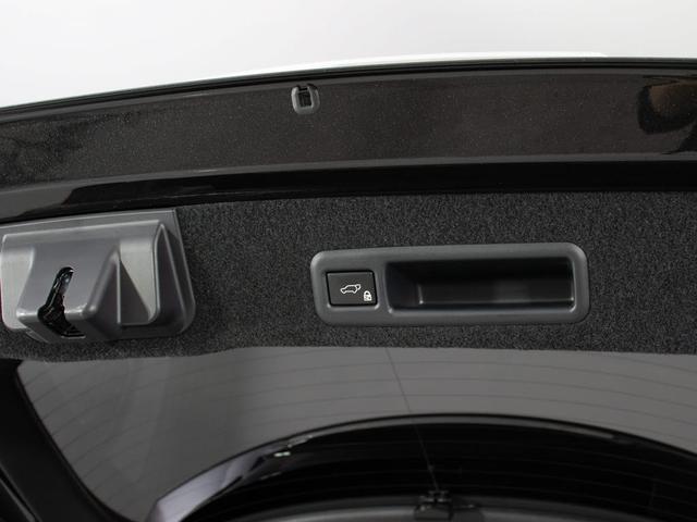 RX450h Fスポーツ 本革シート/サンルーフ/パノラミックビューモニター/パワーバックドア/メーカーSDナビ/Blu-ray再生/パワーシート/シートヒーター/エアシート/ETC2.0/レーダークルーズ/プリクラ/4WD(19枚目)