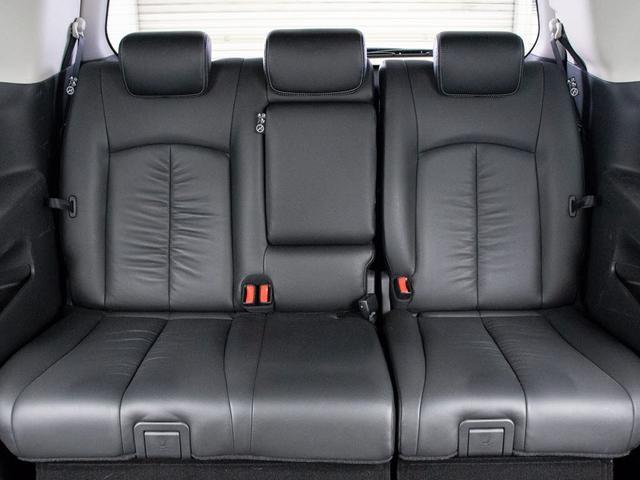 サードシートも広々空間をご用意しておりますので、ゆったりくつろげます。