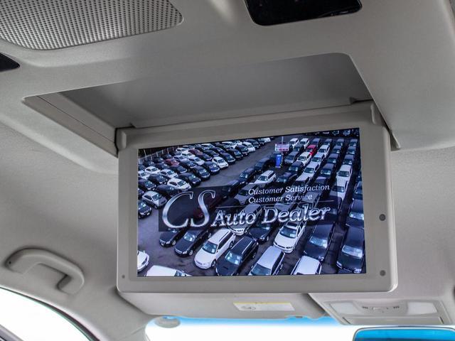 ★リアエンターテイメントシステム★後席用専用フリップダウンモニターを装備。小さなお子様や同乗者の方も退屈することなく、長距離ドライブや車内での待ち時間などもお楽しみ頂けます。