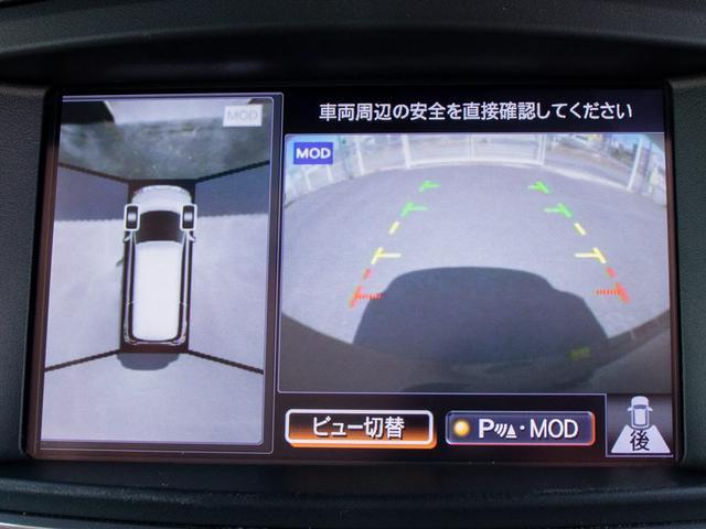 ★アラウンドビューモニターを装備!上から車両を見下ろしたような映像をナビ画面に表示できます。車両前後左右に搭載した4つのカメラ映像を継ぎ目なく合成!目視では見えない部分もリアルタイムで見れます。