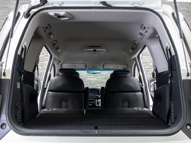ラゲッジスペースも広々しています!サードシートの背もたれは可倒式となり、長尺物でも積み込みが楽々です。