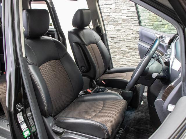 専用ハーフレザーシートを全席採用!高級感のある雰囲気・座り心地を体感して下さい。