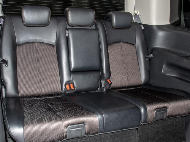 3列目シートも広々とした空間を御用意!!シートアレンジにて快適スペースを作る事も可能となります!!アレンジパターンも豊富でまさにドライバー思考のお車です!!