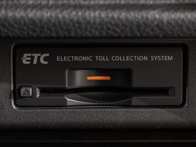 コンソール内一体型のビルトインETC装備!見た目の部分も良いですが、ETCカードの盗難防止になる設置箇所です!料金所の渋滞回避!時間帯・日によって料金の軽減を受けられます!ストレス知らずのドライブ!