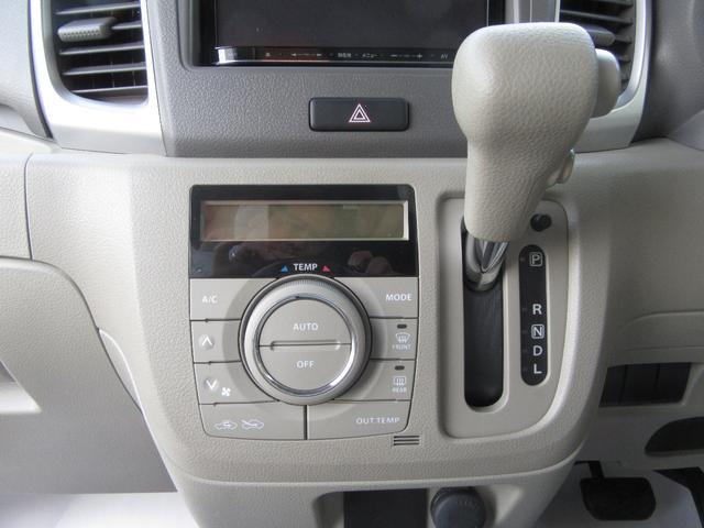 使いやすいインパネシフトとオートエアコン!