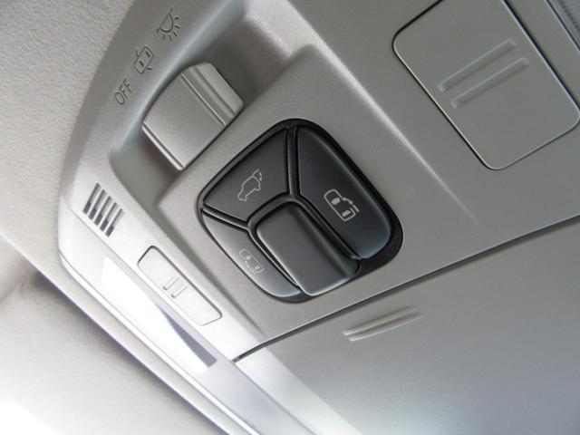 両側電動スライドトドアだけでなく、リアゲート(トランク)も電動です!
