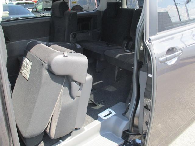 X Lセレクション ワンセグ HDDナビ バックカメラ 電動スライドドア 乗車定員8人 3列シート(64枚目)