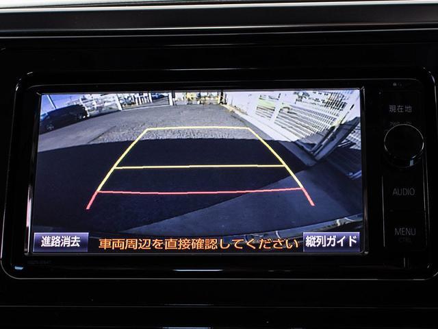 カラーバックモニター搭載。ギアをバックに入れると自動的に切り替わる優れものです。鮮明なカメラ画像にて車庫入れをサポートしてくれます。これで車庫入れも安心ですね。