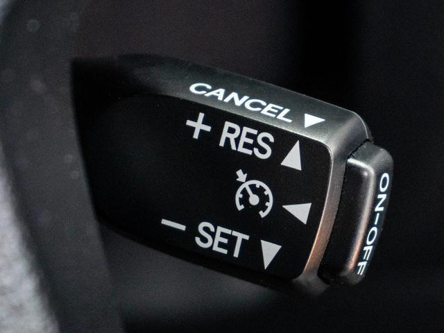 高級車の代名詞【オートクルーズコントロール】搭載。高速道路ではアクセル踏まずのドライブが可能です。高級車ゆえの装備で御座います。