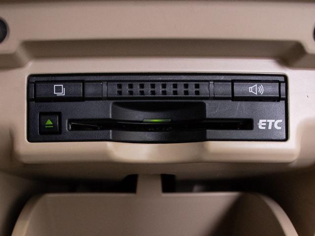 ビルトインETC装備。高速道路の料金所も楽々通過できます。埋め込み式で内装の高級感も崩しません。