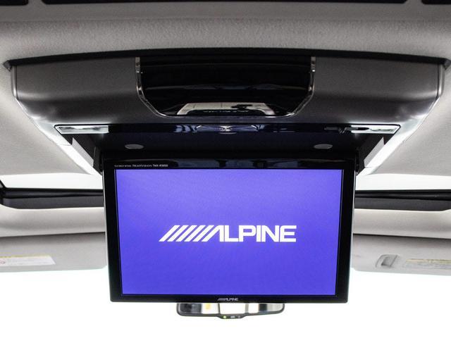 ALPINE後席フリップダウンモニター同乗者の方も一緒にご覧になれます!ドライブも大勢で楽しく行けますね!