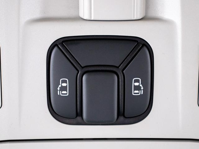 ZR 後席モニター/両側自動ドア/純正8インチHDDナビ/バックカメラ/フルセグ/4WD/クリアランスソナー/ビルトインETC/クルーズコントロール/(5枚目)