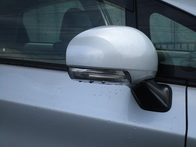 トヨタ プリウス G ウェルキャブ助手席リフトアップシート リアクレーン
