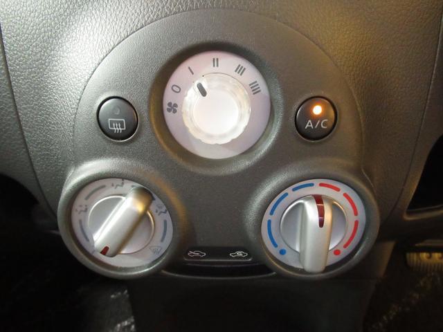 エアコンはダイヤル式のマニュアルエアコンです。お好みの温度と風量で快適なドライブが楽しめますね