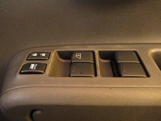 運転席パワーウィンドウスイッチ。すべてのドアの操作が可能です。