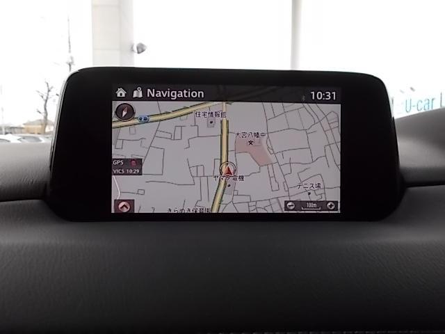 ナビゲーション機能だけでなくインターネットラジオ聴取、ハンズフリー通話、車両の燃費情報などを表示できるマツダコネクト。