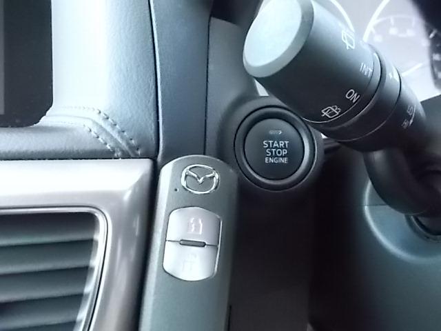 ブレーキペダルを踏みながらインパネ上のボタンを押すだけで簡単にエンジンの始動、停止が出来る便利なアドバンストキーレス!!