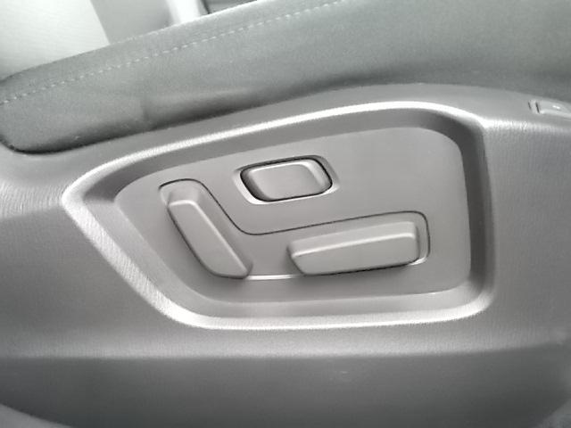 ドライバーの体形にあわせて細やかな調整ができる運転席パワーシート。