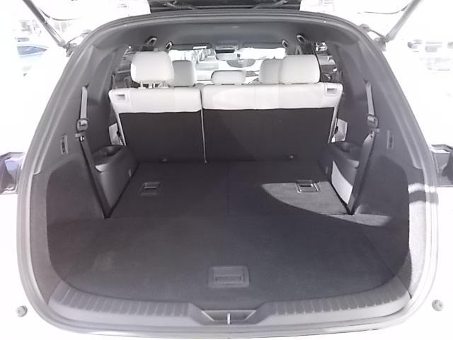 サードシートを倒せば大きなお荷物もしっかりと積み込めます。