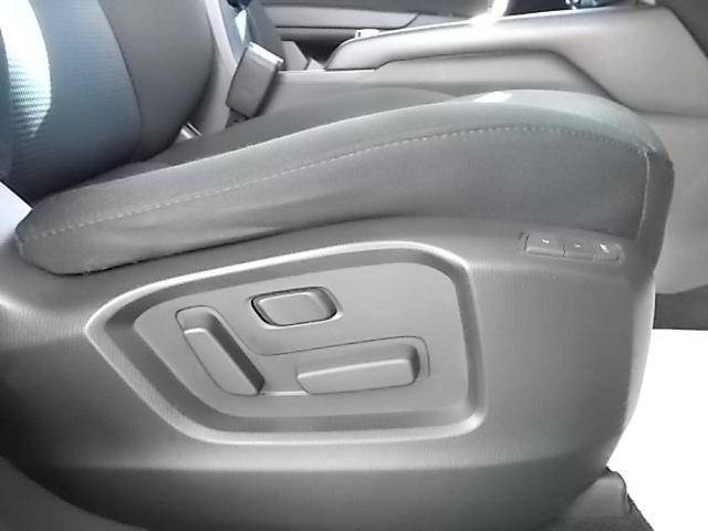 ドライバーの体形に合わせて細やかな調整が可能な運転席パワーシート。