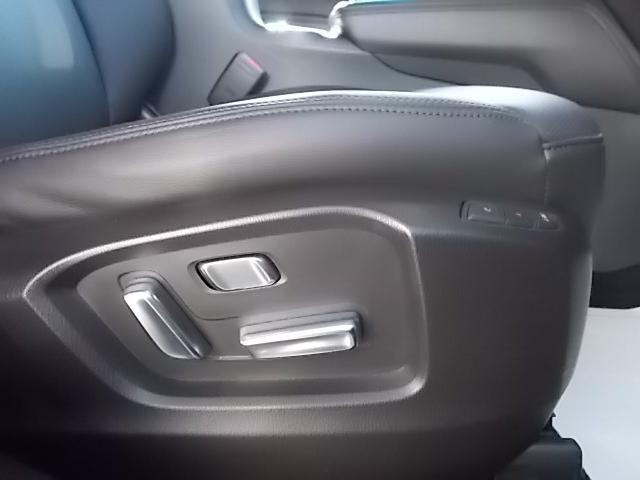 ドライバーの体形に応じて細やかな調整が可能な前席パワーシート。