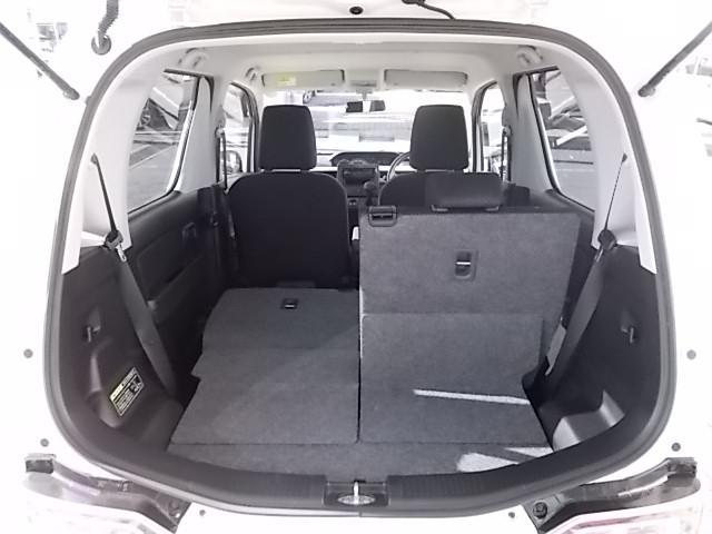 用途に応じて分割式のシートバックを倒せば長いお荷物も積み込めます。