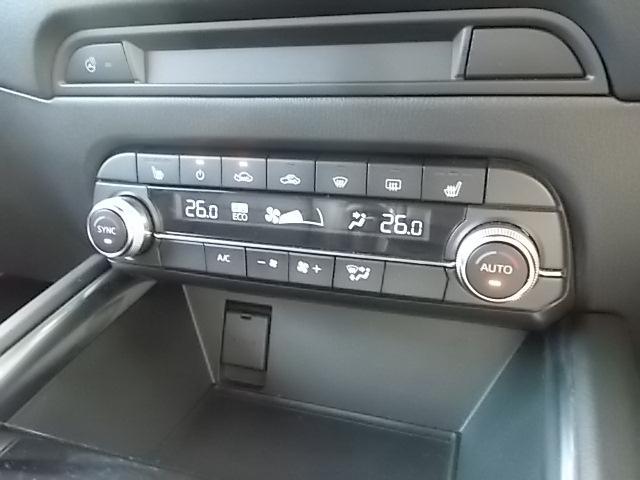 運転席、助手席で温度の調整が出来るデュアルフルオートエアコン!!