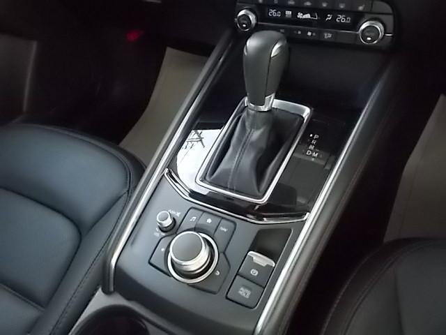 滑らかな加速、スムーズな変速、低燃費、ダイレクトなシフトフィールを実現した6速オートマチックです。
