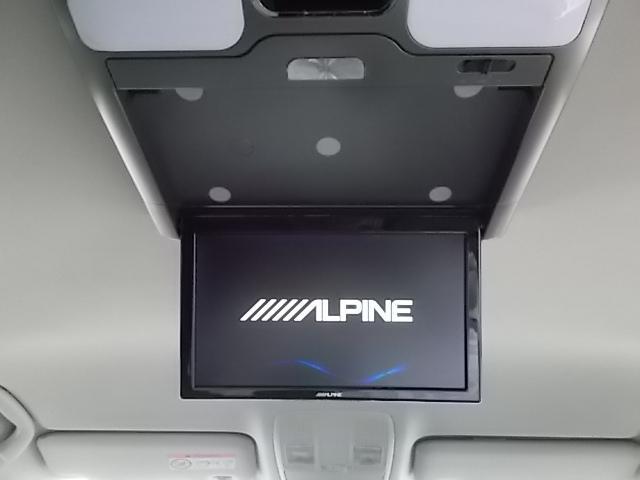 アルパイン製リアモニター付き。DVDなどを視聴しながらドライブをお楽しみ頂けます。