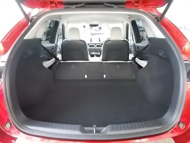 用途に応じて6:4分割のシートバックを倒せば大きなお荷物もしっかりと積み込めます。