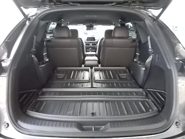 用途に応じてサードシートを倒せば大きなお荷物もしっかりと積み込めます。