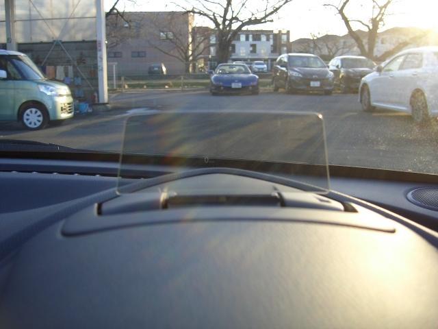 スピード表示やナビゲーションのルート案内をしてくれるアクティブドライビングディスプレイ付きです!