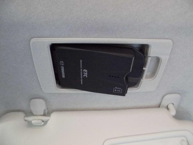スマートインETC付きです。運転席のバイザー裏にスッキリ収納されて今すので防犯上も安心です☆
