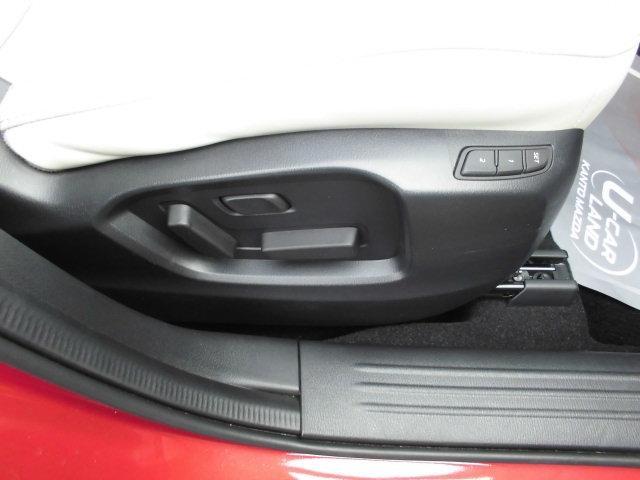 運転席&助手席にパーワーシートでボタン一つで簡単に操作が出来て簡単です☆