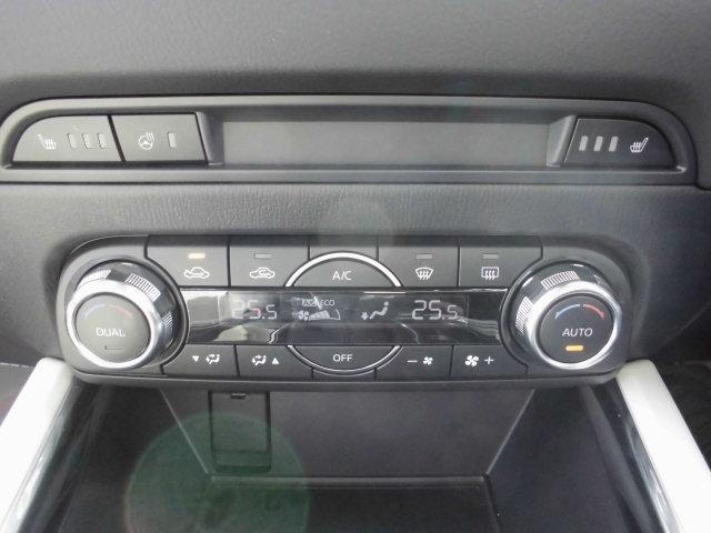 オートディアルエアコン&運転席/助手席のシートヒター&ステアリングヒター付きです。これからの季節も快適ドライブをお楽しみ下さい!