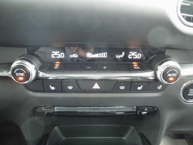 オートデュアルエアコン付き&運転席/助手席/ステアリングヒーター付きです。これからの季節も快適です!