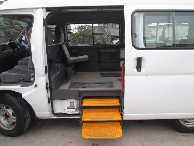 日産 キャラバンマイクロバス 福祉車両 リフトタイプ 固定装置3基 車椅子移動車