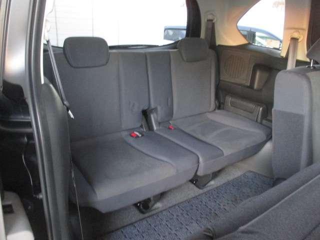 こちらは三列目シートの写真です。二人乗りシートです。