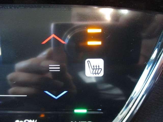フロントシートには左右シートヒーターがついております。