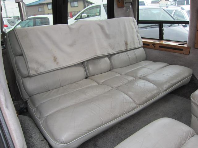 リア席はベッドにもなります!快適ですよ!